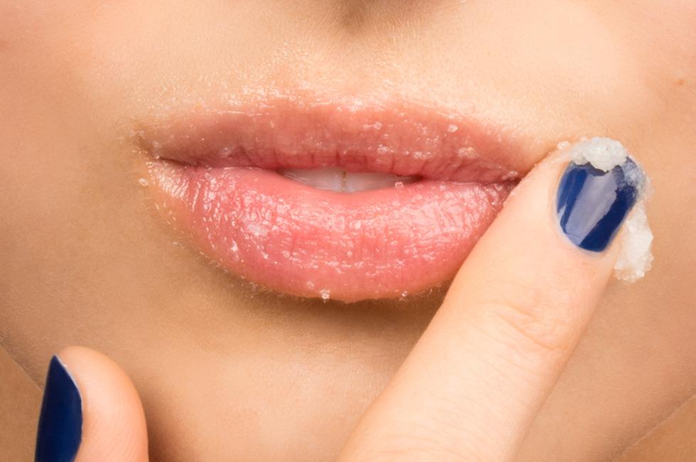 Cách tẩy tế bào chết môi tại nhà