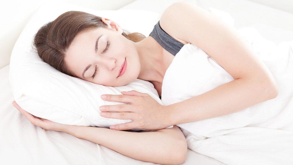 Chăm sóc da kỹ mà vẫn bị mụn - Thói quen thức khuya