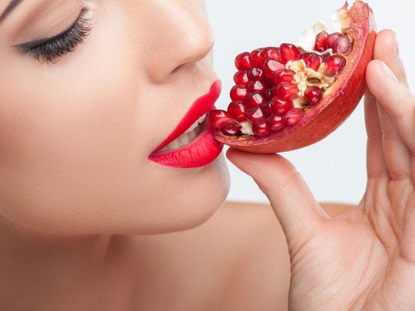 Cách trị thâm môi bằng mặt nạ lựu đỏ