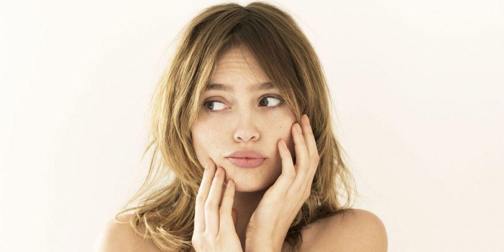 Mất cân bằng nội tiết tố là một trong những nguyên nhân tại sao chăm sóc da kỹ mà vẫn bị mụn