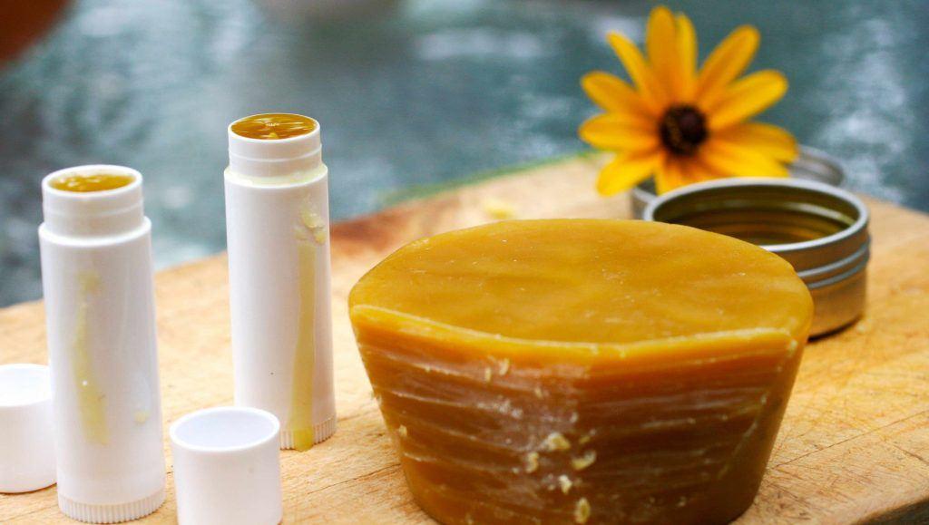 Son dưỡng môi trị thâm bằng vitamin E và dầu dừa