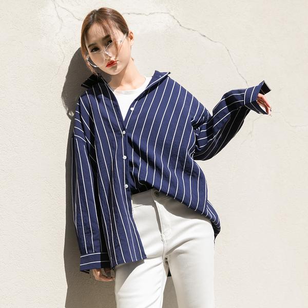 Phối áo thun với áo sơ mi theo sở thích để làm nổi bật phong cách của bạn