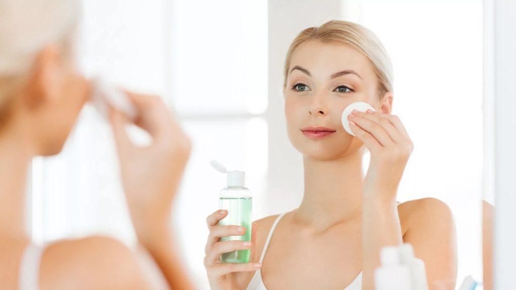 Sử dụng nước hoa hồng/toner sau khi rửa mặt
