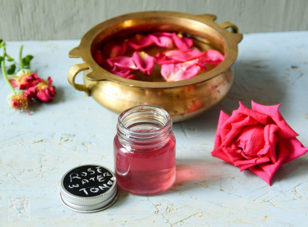 Sử dụng nước hoa hồng làm nguyên liệu mặt nạ dưỡng da