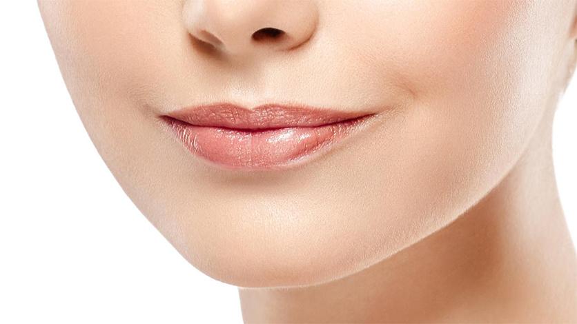 Làm nổi bật đôi môi với bước đánh highlight môi - Chọn màu son cho môi mỏng