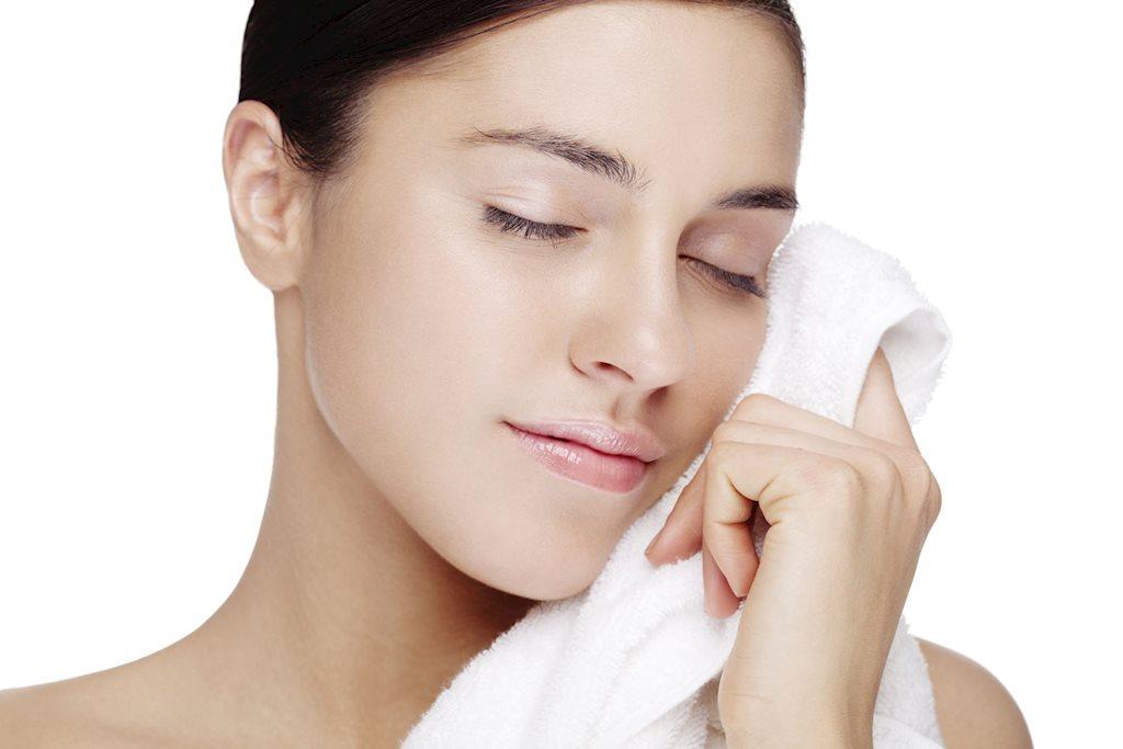 Giặt khăn tắm và khăn lau mặt đều đặn để đảm bảo an toàn cho da
