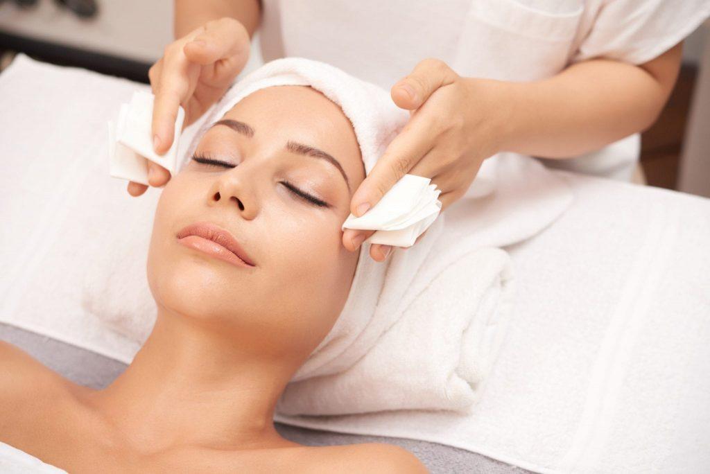 Có nên chăm sóc da mặt ở spa? Bao lâu thì nên đi spa