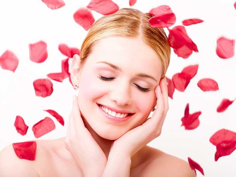Se khít lỗ chân lông, làm sáng da với mặt nạ hoa hồng sau khi lột mụn