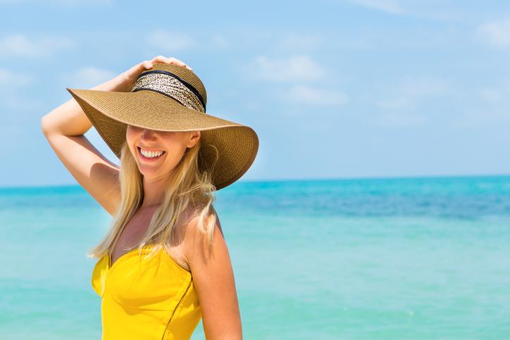 Chăm sóc làn da bằng một chiếc nón vành rộng khi đi ra nắng