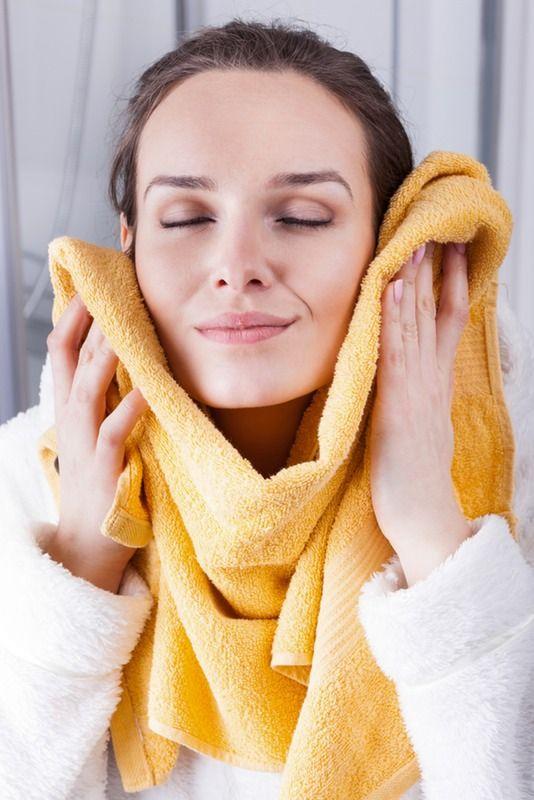 Lau mặt bằng khăn dành riêng cho mặt sẽ tốt hơn khăn tắm