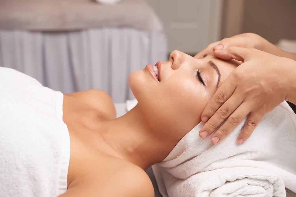 Bạn nên chăm sóc da mặt 1-3 lần/tháng ở spa để đạt hiệu quả cao
