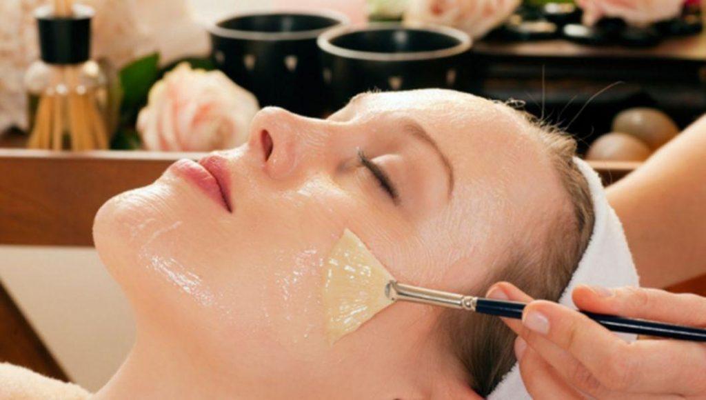 Chăm sóc da sau khi lột mụn xong bằng mặt nạ lòng trắng trứng gà
