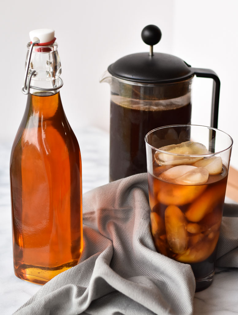 Pha cà phê với siro caramel giúp bổ sung hương vị cho cà phê trở nên ngon hơn