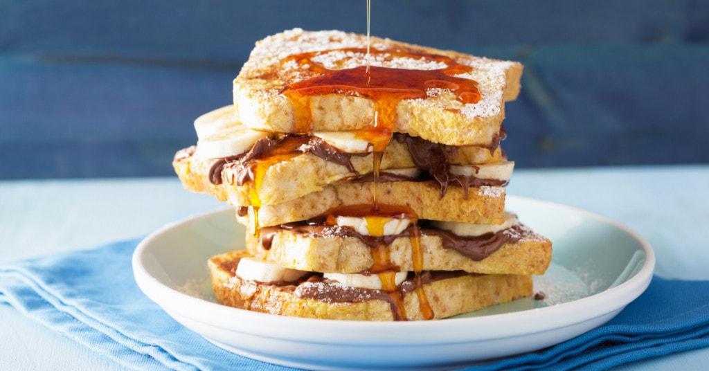Làm bữa ăn sáng cùng bánh mì sandwich, siro caramel