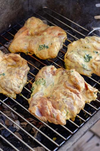 Chuẩn bị nguyên liệu cho món gà ướp sữa chua nướng