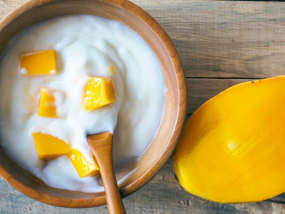 Hai nguyên chính của món sinh tố - Xoài chín, sữa chua