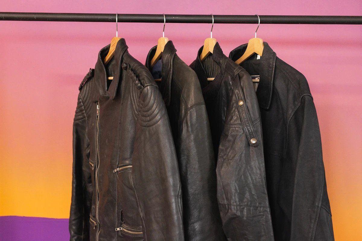 Cách làm mềm áo khoác da cũ đơn giản ngay tại nhà