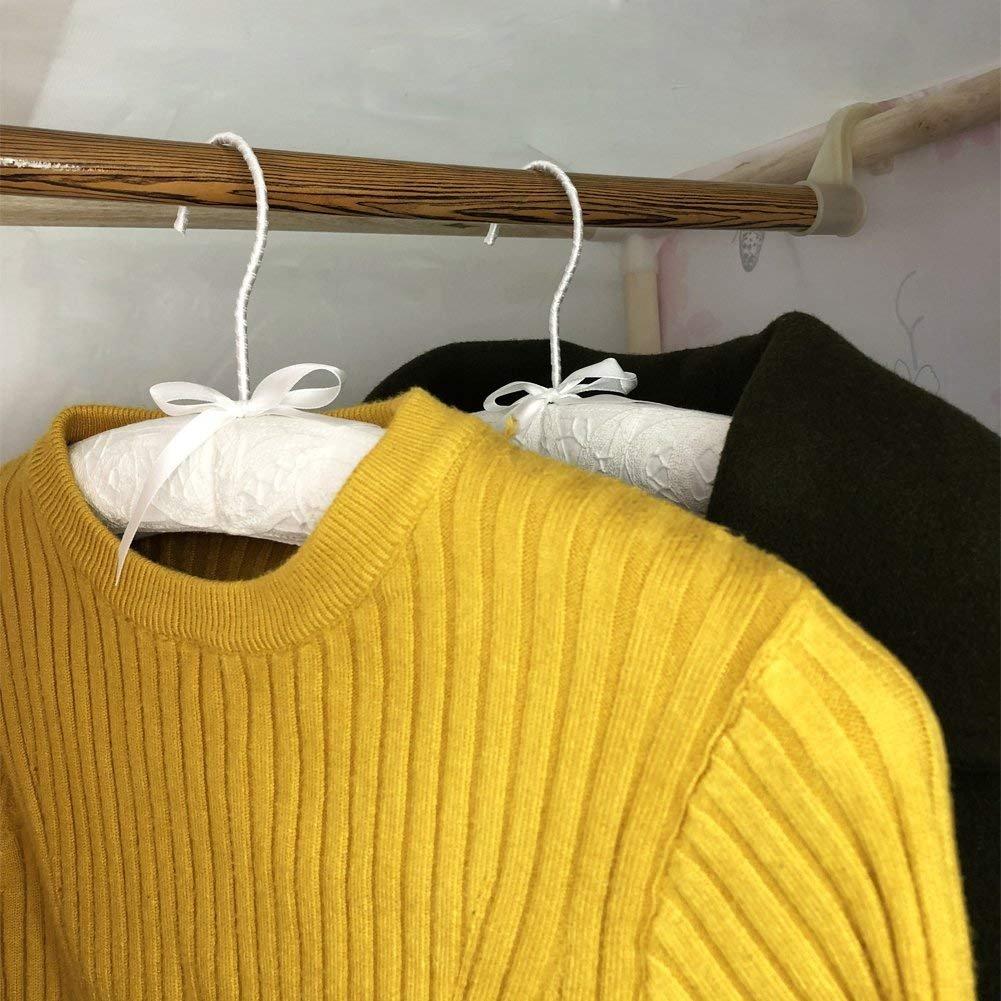 Móc treo có đệm giúp định hình áo tốt hơn - Cách bảo quản quần áo không mặc